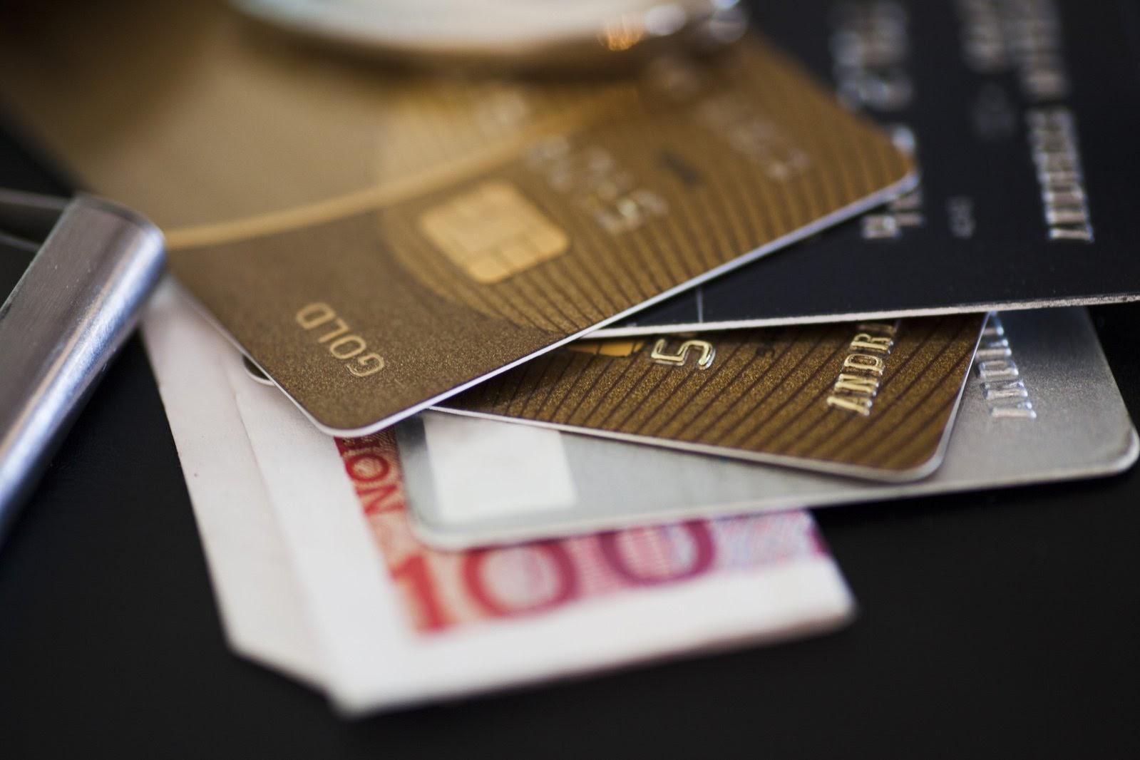 Как переводить деньги по номеру карты Сбербанка